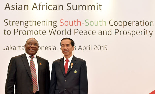 Jokowi with South African Deputy President Cyril Ramaphosa at the 2015 Asian-African Summit (image: Flickr/GovernmentZA/GCIS)