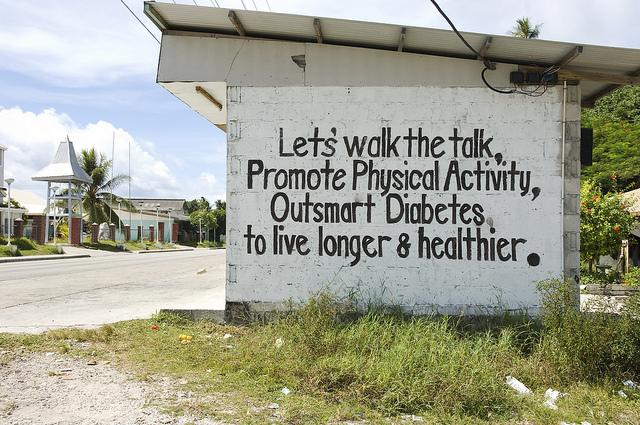 Diabetes billboard, Nauru 2007 (Flickr/DFAT/Lorrie Graham)