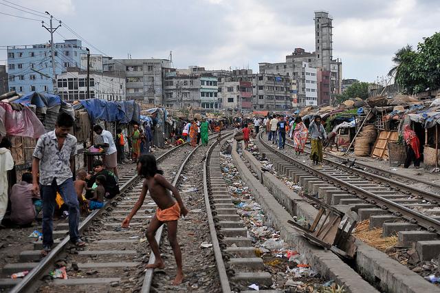 Homes beside the railroad tracks, Dhaka, Bangladesh (Flickr/ADB CC BY-NC-ND 2.0)