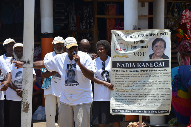 Campaigning at Port Vila market, 2016 elections (Flickr/Commonwealth Secretariat CC BY-NC 2.0)