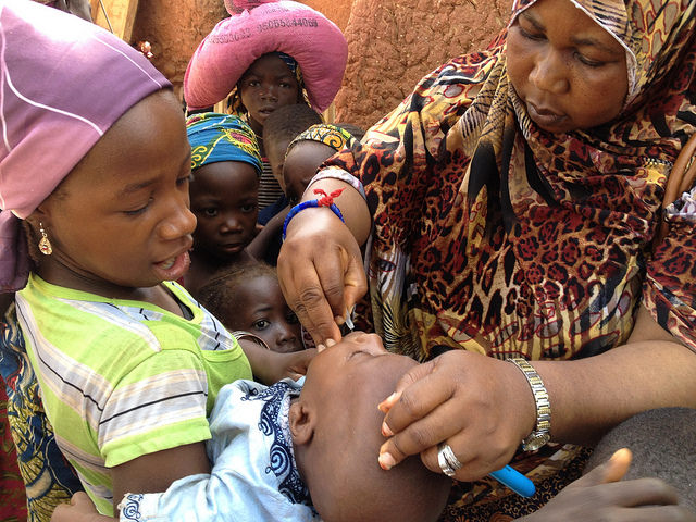Polio vaccination in Sokoto, Nigeria 2014 (Flickr/CDC Global CC BY 2.0)
