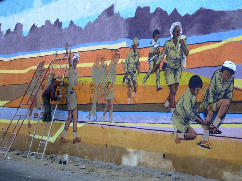An artist prepares a patriotic mural by the road between Asmara and Keren, Eritrea (David Stanley/Flickr CC BY 2.0)