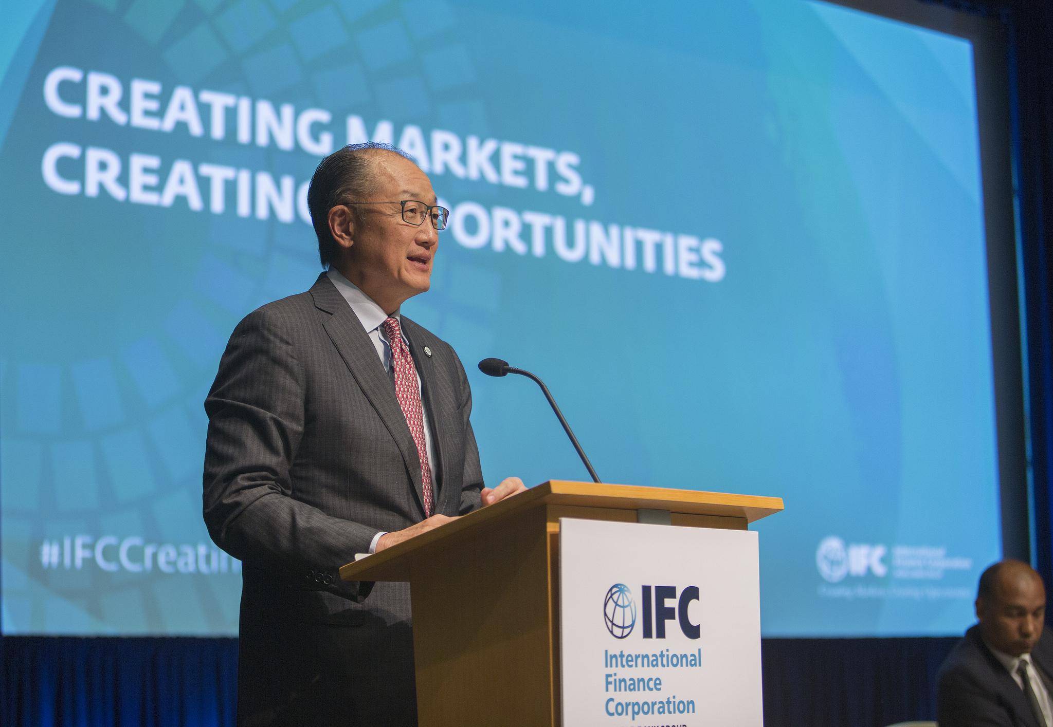 Jim Yong Kim speaking at World Bank/IMF 2017 Spring Meetings