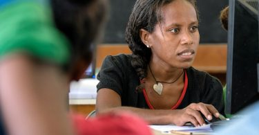 Student in USP computer lab, Solomon Islands (ADB/Flickr CC BY-NC-ND 2.0)