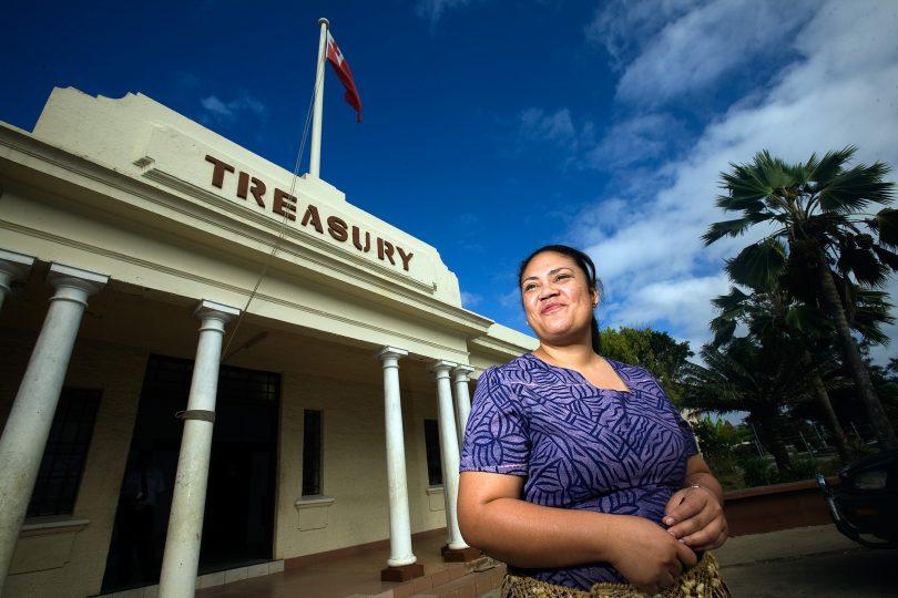 Tongan public servant, Nuku'alofa (ADB/Flickr CC BY-NC-ND 2.0)