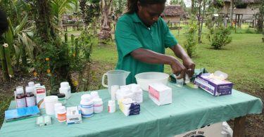 Nurse sets up for a village health clinic, PNG 2009 (DFAT/Flickr/CC by 2.0)