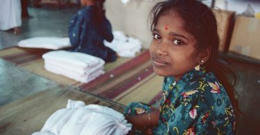Cotton and textile industry worker (International Labour Organisation/Flickr/CC BY-NC-ND 2.0)
