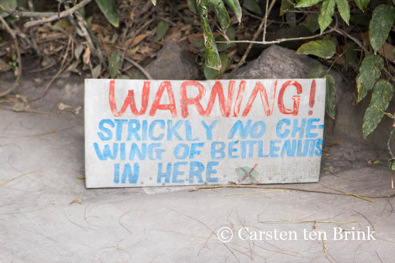 A warning sign in PNG (Carsten Brink/Flickr/CC BY-NC-ND 2.0)