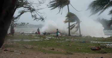 Gusts of wind before Cyclone Pam hit Vanuatu in 2015 (Salvation Army IHQ/Flickr/CC BY-ND 2.0)