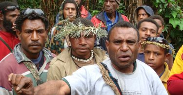 Voters in PNG's Hela Province, 2012 (Commonwealth Secretariat/Flickr/CC BY-NC-ND 2.0)