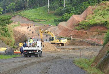 Rehabilitation of the Hiritano Highway, Gulf Province, PNG, 2016 (Credit: Matthew Dornan)