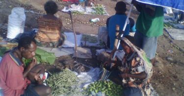 Betel nut sellers at work (Credit: Martyn Namorong)