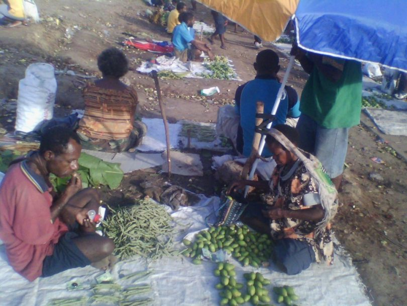 Betel nut sellers at work (Credit: Martyn Namorong)