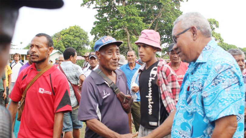 Ila Geno (right) on the campaign trail (Credit: PNG Post Courier)