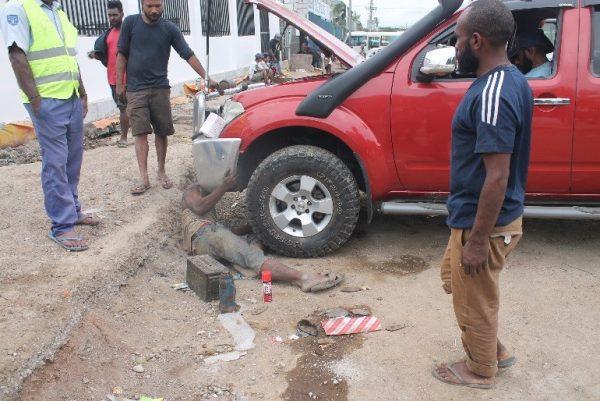 Street auto mechanics, Croton Street, Port Moresby PNG (Credit: Busa Jeremiah Wenogo)